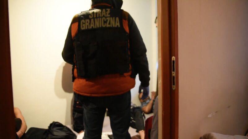 Międzynarodowy gang przemytników ludzi rozbity
