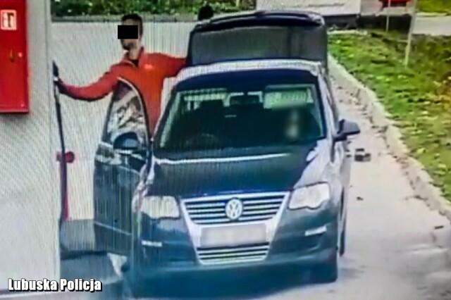 Tankowali paliwo do bagażnika, uciekli i nie zapłacili. Wpadli po pościgu
