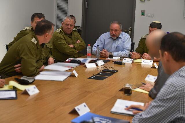 Izraelski minister obrony podał się do dymisji. Przez