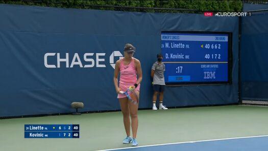 Linette obroniła się przed przełamaniem w 3. secie