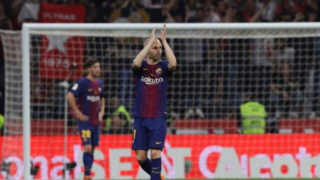 """Iniesta pożegnał się we łzach. """"Ten sezon jest ostatni"""""""