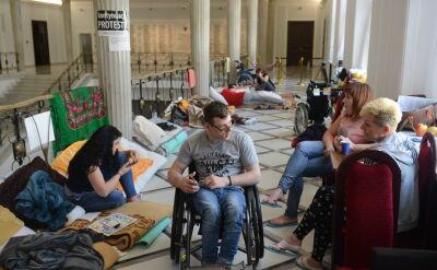 Protestujący niepełnosprawni o słowach Krynickiej