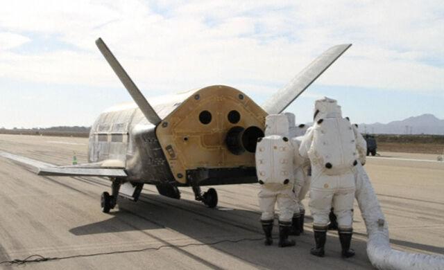 Koniec najdłuższej tajnej misji  w kosmosie. X-37B wylądował