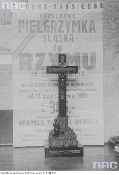Polska pielgrzymka do Rzymu. Krzyż przeznaczony na upominek dla papieża Piusa XI, 1934