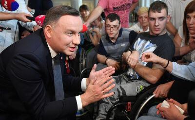 Protestujący przypominają prezydentowi jego słowa na temat pomocy dla osób niepełnosprawnych