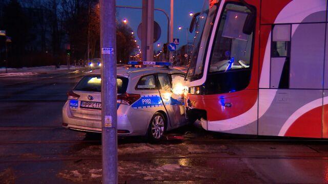 """Tramwaj uderzył w radiowóz. """"Policjant wjechał na torowisko"""""""