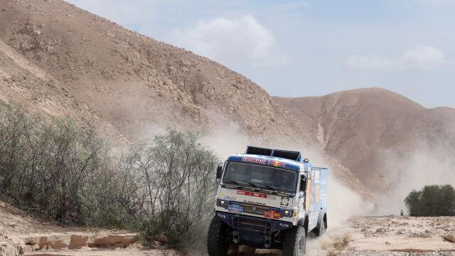 Ciężarówka potrąciła kibica Rajdu Dakar. Kierowca wypadku nie zauważył