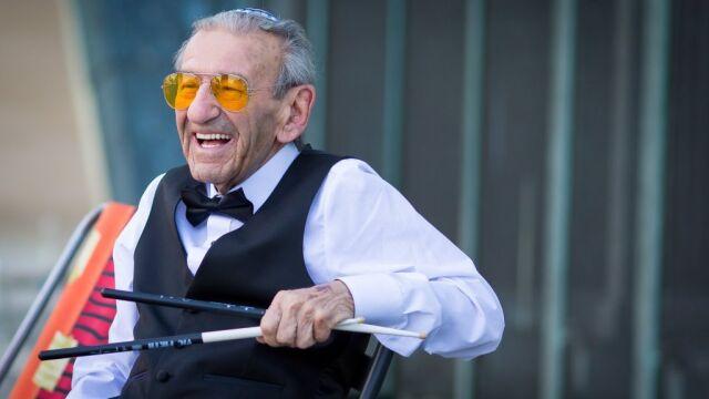 Przetrwał Holocaust, grając na łyżkach. Dziś gra na perkusji i dla WOŚP