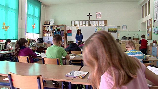 Rodzice sześciolatków posłanych do szkoły nie żałują. Powtórzyliby tę decyzję