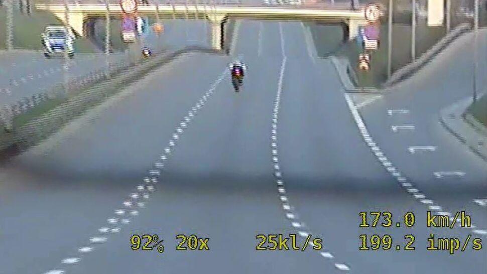 210 km/h motocyklem przez miasto
