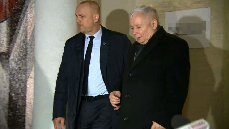 Kaczyński po wyjazdowym spotkaniu  z senatorami PiS: bardzo jestem rad