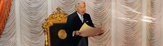84-letni cesarz wrócił do pracy