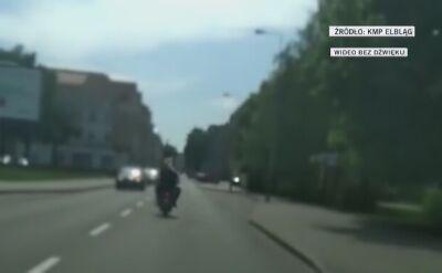 Jechał skuterem sklejonym taśmą, bez świateł i hamulców