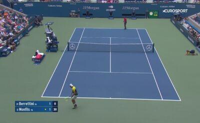 Skrót meczu Berrettini - Monfils w ćwierćfinale US Open