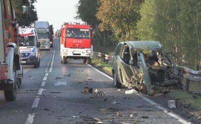 Wypadek trzech aut osobowych i ciężarówki. Dwie osoby ranne