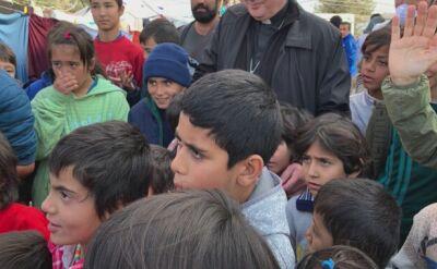 Kardynał Krajewski apeluje o przyjęcie uchodźców z Grecji