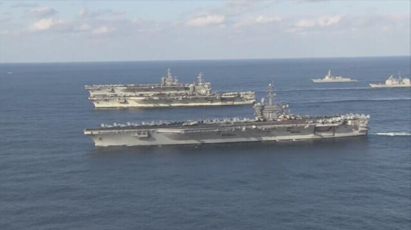 Amerykańska armada - trzy lotniskowce razem