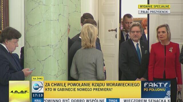 Ministrowie oczekują w Pałacu Prezydenckim