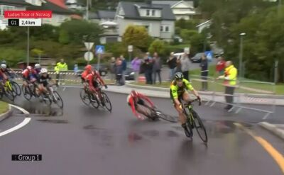 Bolesny upadek kolarki na Tour of Norway