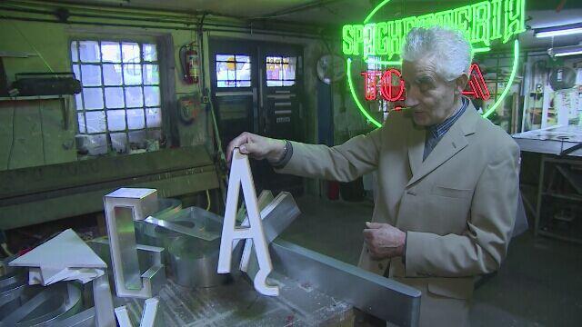 Od 1957 roku tworzą neony. Piotr Heinze pokazał swoją pracownię