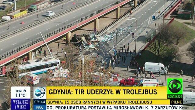 Tir uderzył w trolejbus w Gdyni