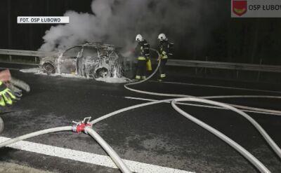 Radiowóz spłonął na drodze S5. Policjanci zdołali uciec