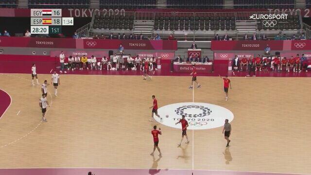 Tokio. Piłka ręczna. Egipt-Hiszpania. Ostatnia bramka w pierwszej połowie w meczu o brązowy medal