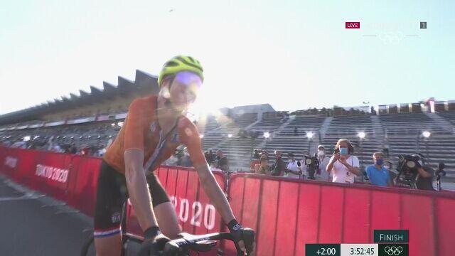 Tokio. Walka o srebro i brąz w wyścigu ze startu wspólnego kobiet. Niewiadoma czternasta