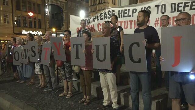 Demonstracje przeciwko zmianom w sądownictwie