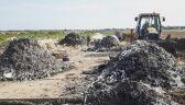 Hałdy śmieci na polu
