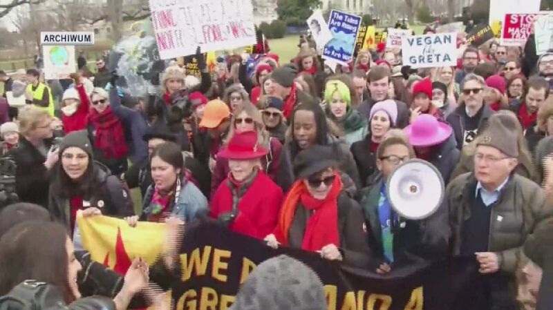 Joaquin Phoenix z Jane Fondą podczas strajku klimatycznego