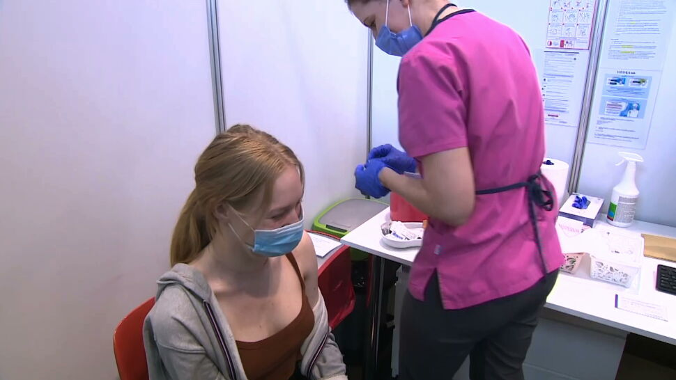 Pfizer chciałby szczepić przeciw COVID-19 już od 6. miesiąca życia
