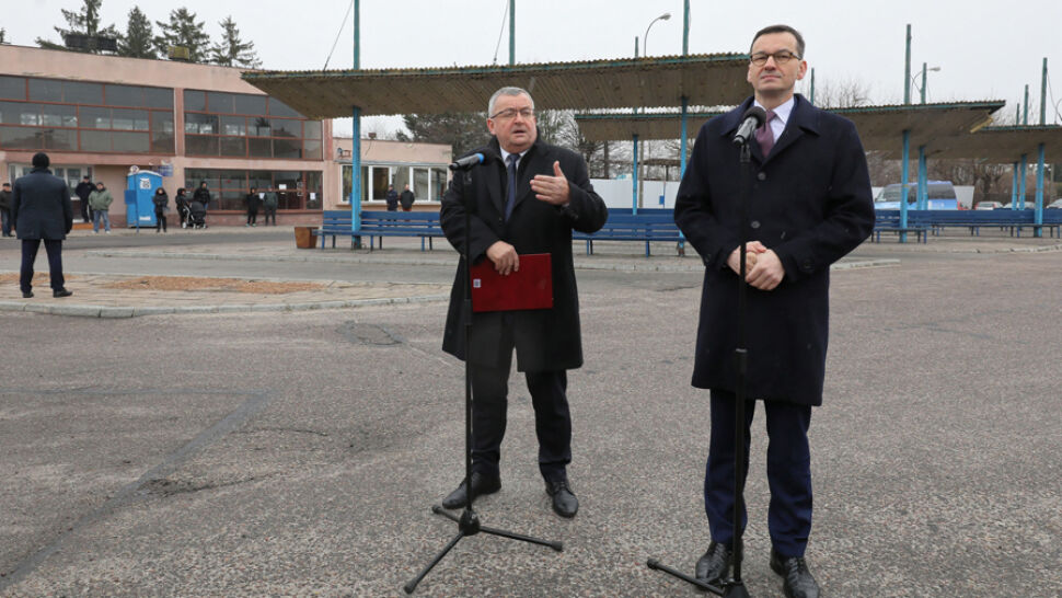 """Słowa premiera o dojeździe z Błonia. """"Autobusem to tak, ale pociągiem jest dobrze"""""""