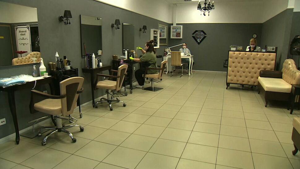 Fryzjerzy i restauratorzy wrócili do pracy. Nie wszędzie ruszyli pełną parą