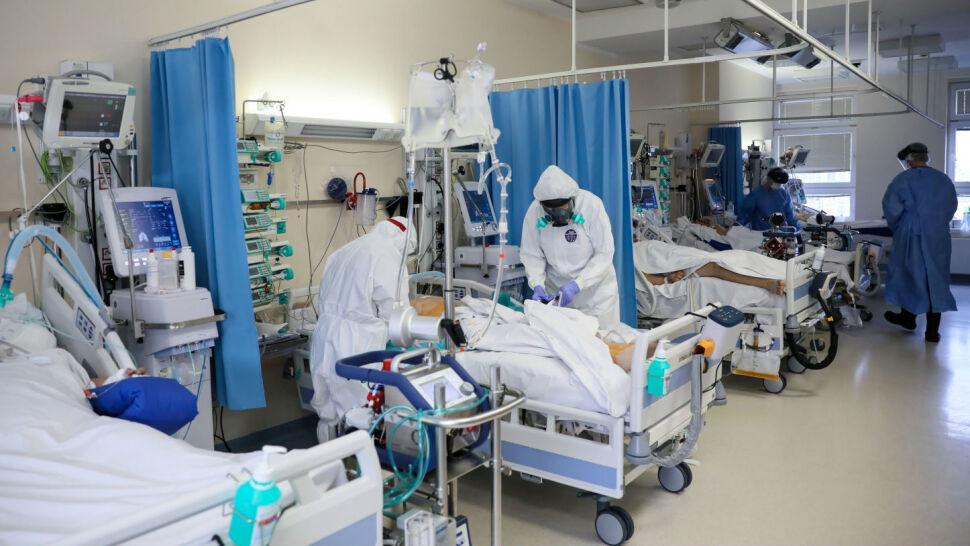 Mateusz Morawiecki ogłasza sukces w walce z koronawirusem. Lekarze: ludzie unikają testowania