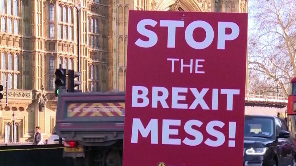 """Czym grozi brexit bez umowy? Rząd opublikował dokumenty na temat """"operacji Yelowhammer"""""""