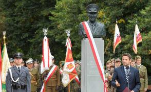 """""""Najtrudniej być patriotą, kiedy to kosztuje"""". W Warszawie stanął pomnik generała Ścibora-Rylskiego"""
