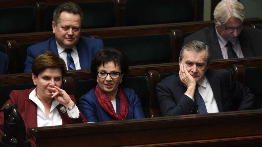 """PiS chce """"przywrócić media publiczne Polakom"""". Opozycja: chodzi o przejęcie władzy"""