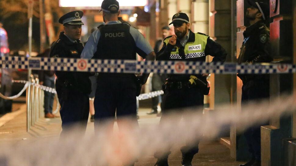 21-latek rzucił się z nożem na ludzi w Sydney. Zabił kobietę