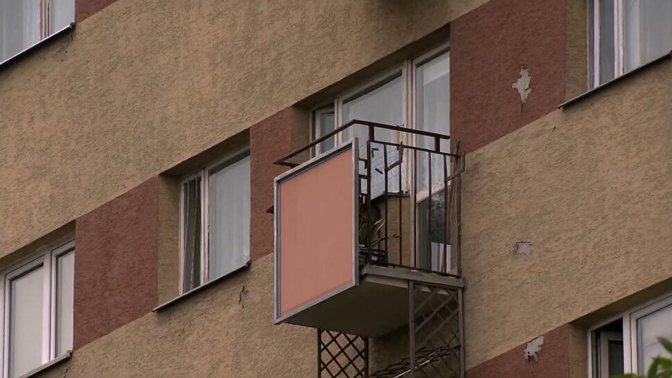 Chwile grozy na Mokotowie. 3-latek stał na na parapecie okna na siódmym piętrze