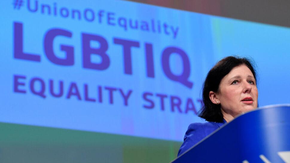 """""""Gwarantuje wszystkim bezpieczeństwo i brak dyskryminacji"""". KE przygotowała strategię na rzecz równości"""