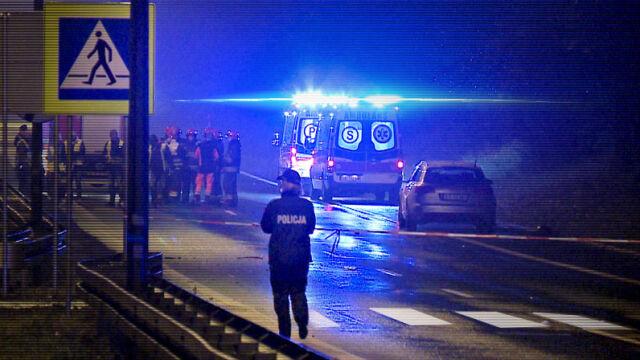 21.11.2017   Przejście było oznaczone, droga oświetlona. Kierowca potrącił trzy osoby