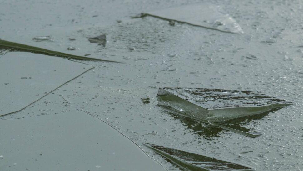 Kolejne wypadki na lodzie. Służby apelują o rozwagę