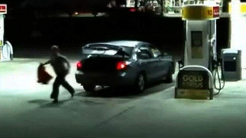 Dramatyczne nagranie ze stacji benzynowej. Kobieta uciekła z bagażnika porywacza