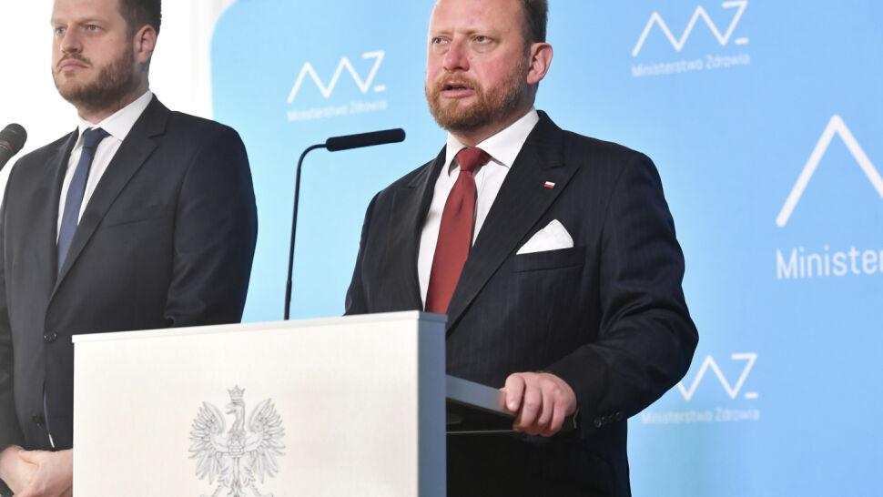 726 nowych zakażeń w Polsce. W wybranych powiatach wracają ograniczenia