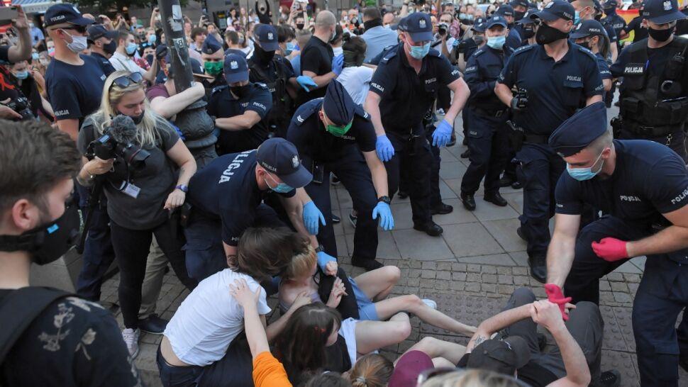"""Demonstracja, przepychanki i zatrzymania. """"Mamy do czynienia z prowokacją rządzących"""""""