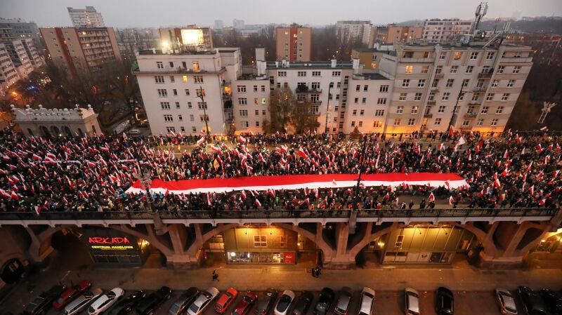 11.11.2018 | Jedno wydarzenie, ale dwie grupy. Wielki marsz przeszedł przez Warszawę