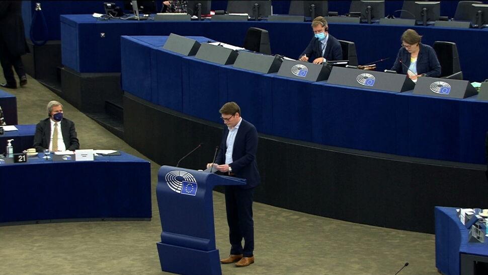Komisja Europejska w ogniu krytyki eurodeputowanych. Chodzi o praworządność