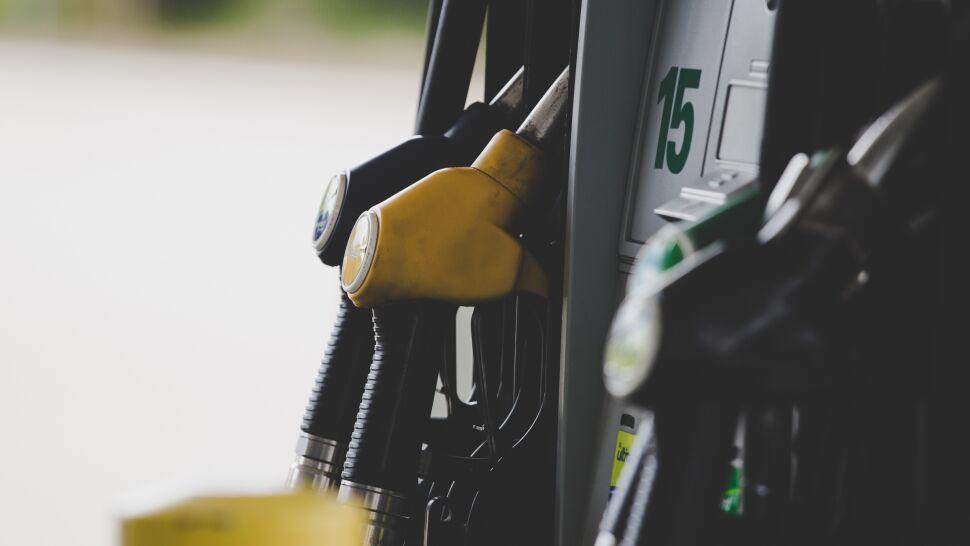 Cena paliwa może wzrosnąć nawet o 10 groszy za litr. Rząd planuje wprowadzenie opłaty emisyjnej