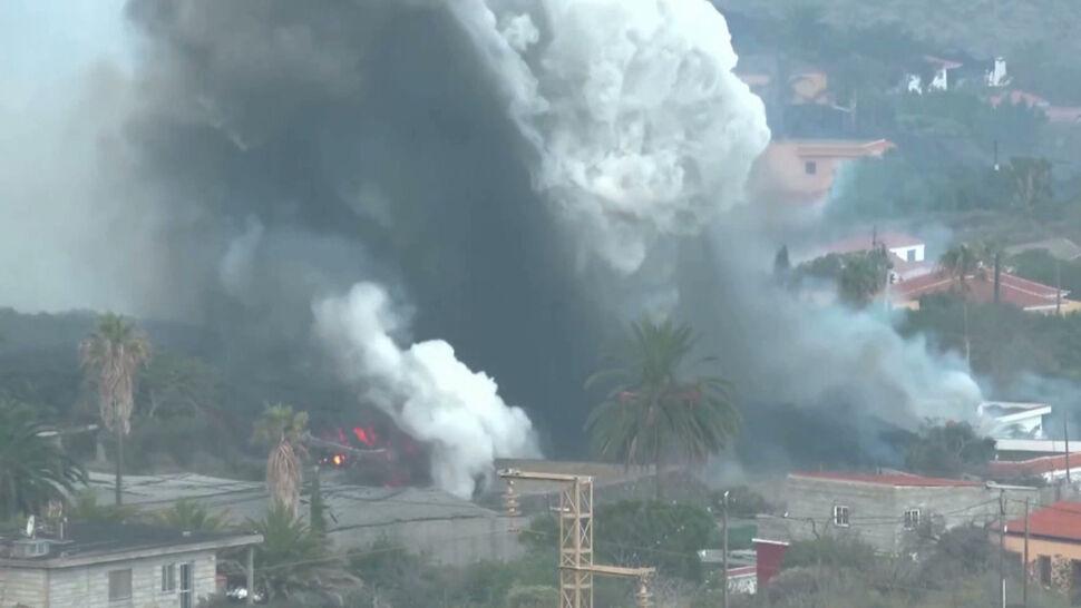 Lawa z wulkanu Cumbre Vieja wdziera się do kolejnych miejsc, jak choćby fabryki